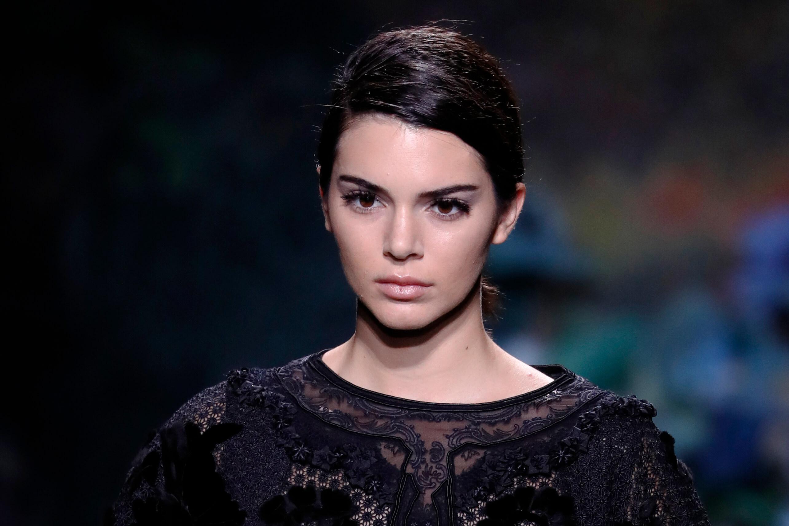 Kendall Jenner nombrada icono de la moda de la década