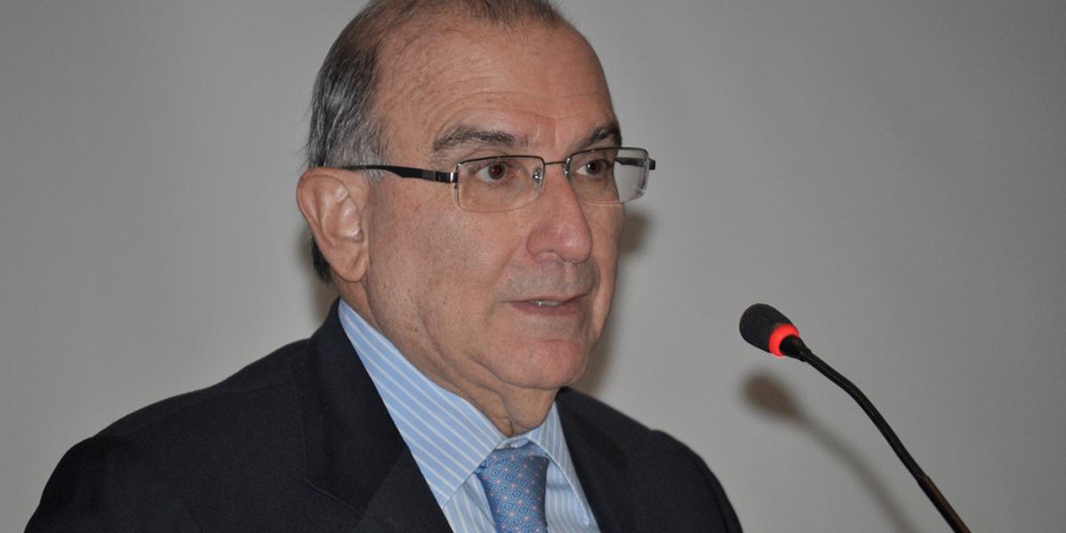 De la Calle no acepta prohibición de rector del Externado y anuncia reunión con estudiantes