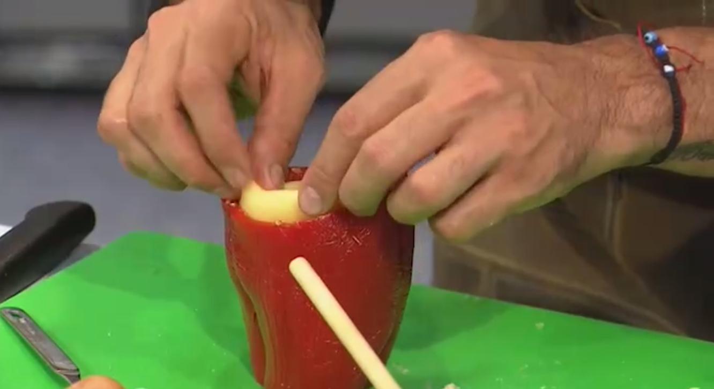 Prepare los pimentones rellenos con quinua y chorizo de Leo Morán