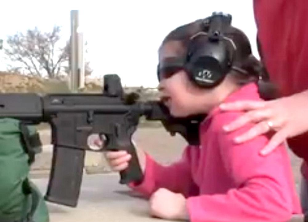 Vídeo de una niña disparando una pistola se hace viral tras atentado en Las Vegas