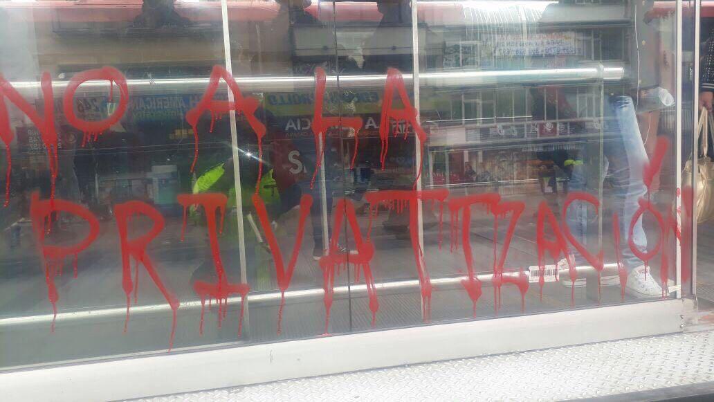 Protestas de estudiantes afectaron 15 estaciones de TransMilenio