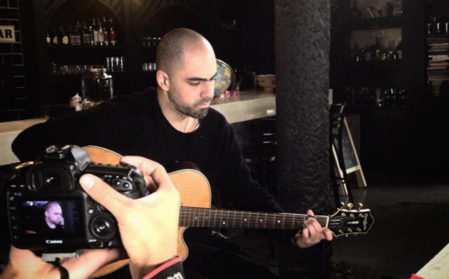 Alfonso Espriella presentó su nueva canción 'Altares'