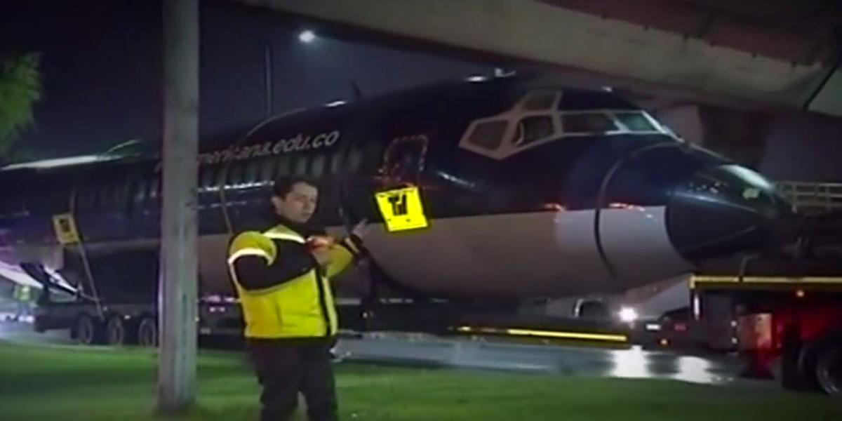 Trasladan avión pedagógico hasta zona franca de Bogotá