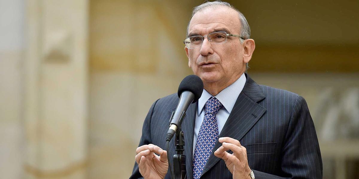 Polémica por dineros invertidos en la consulta liberal en la que ganó Humberto de la Calle