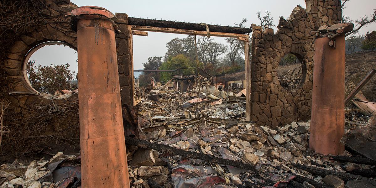 Al menos 17 muertos por incendios en California