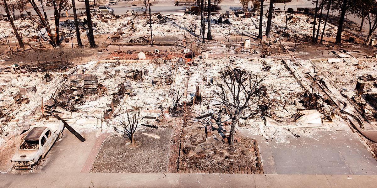 Aumenta a 23 la cifra de muertos por incendios en California
