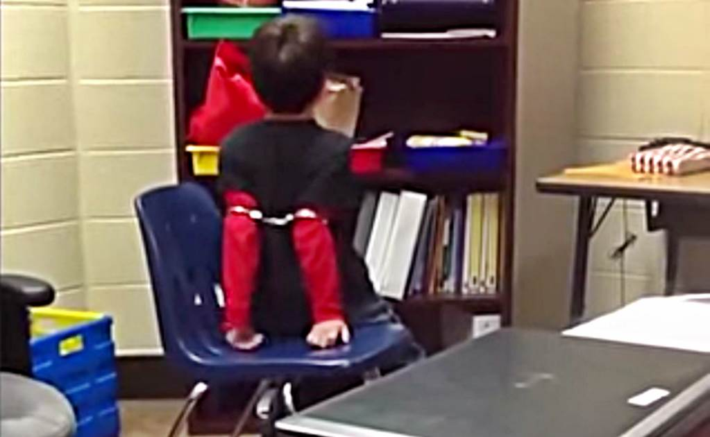 Policía que esposa a un niño de 8 años causa indignación en el mundo entero