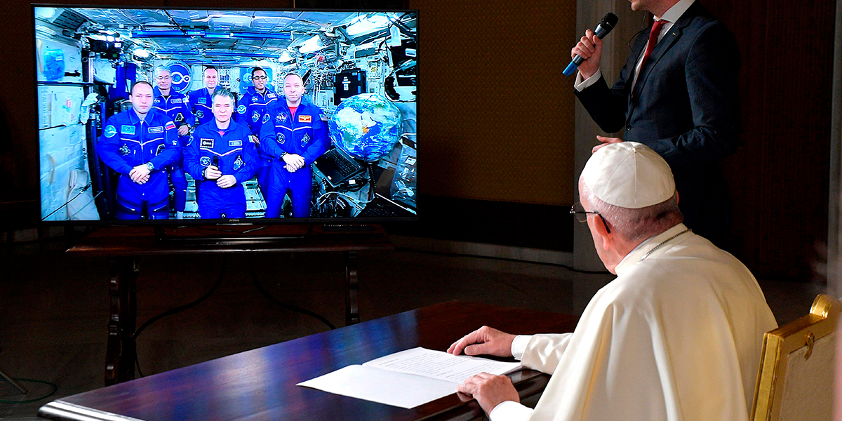El Papa habla con astronautas de la Estación Espacial Internacional