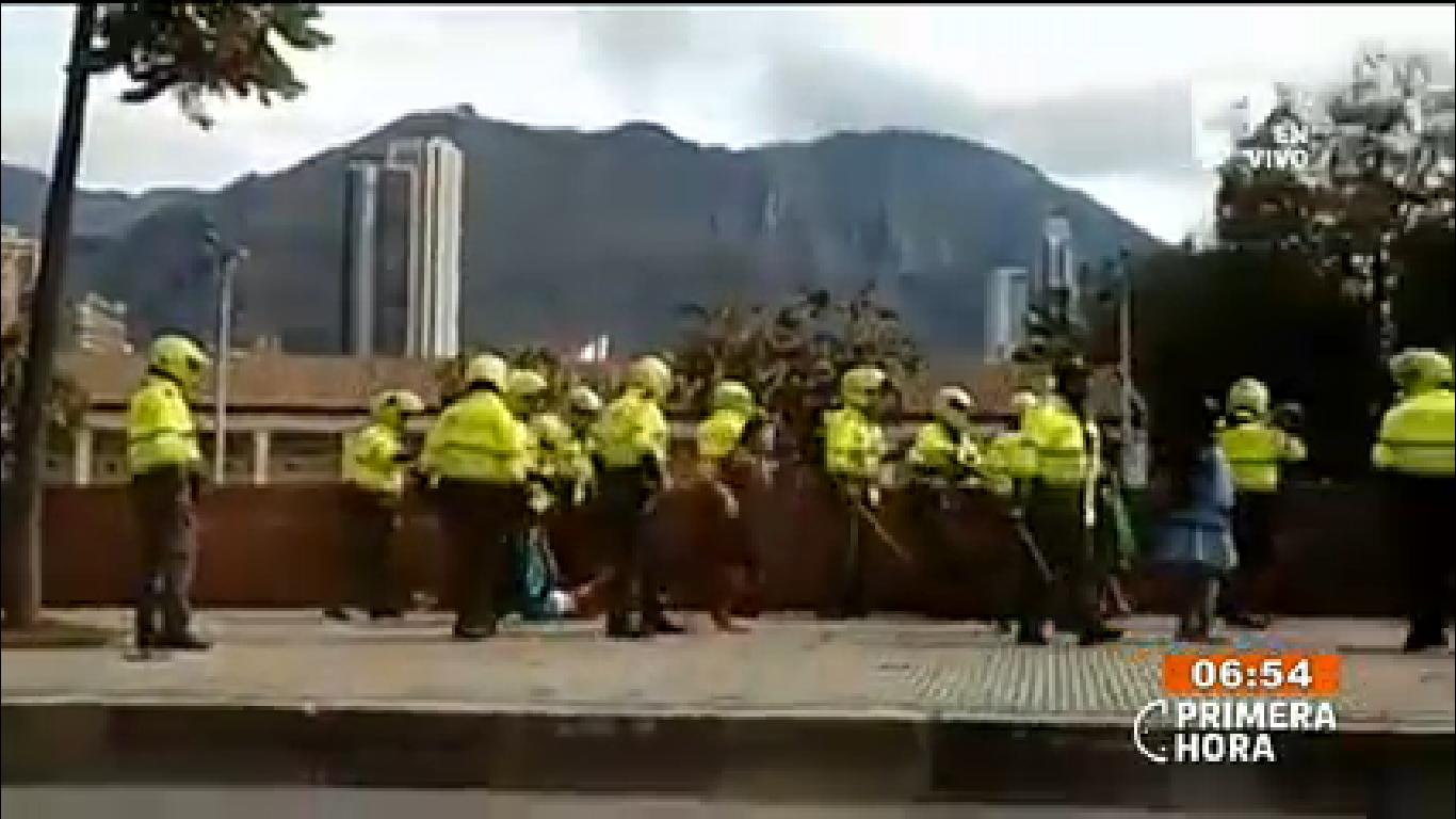Fuerte enfrentamiento entre indígenas Embera con la policía en Bogotá