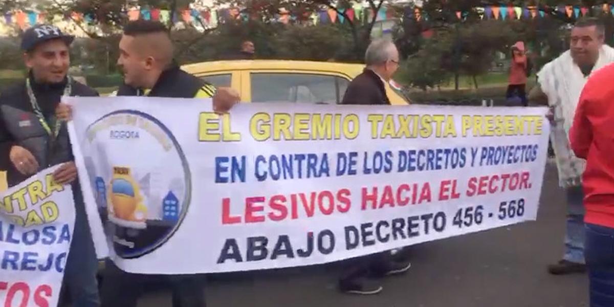 5 judicializados y más de 100 comparendos en paro de taxistas en Bogotá