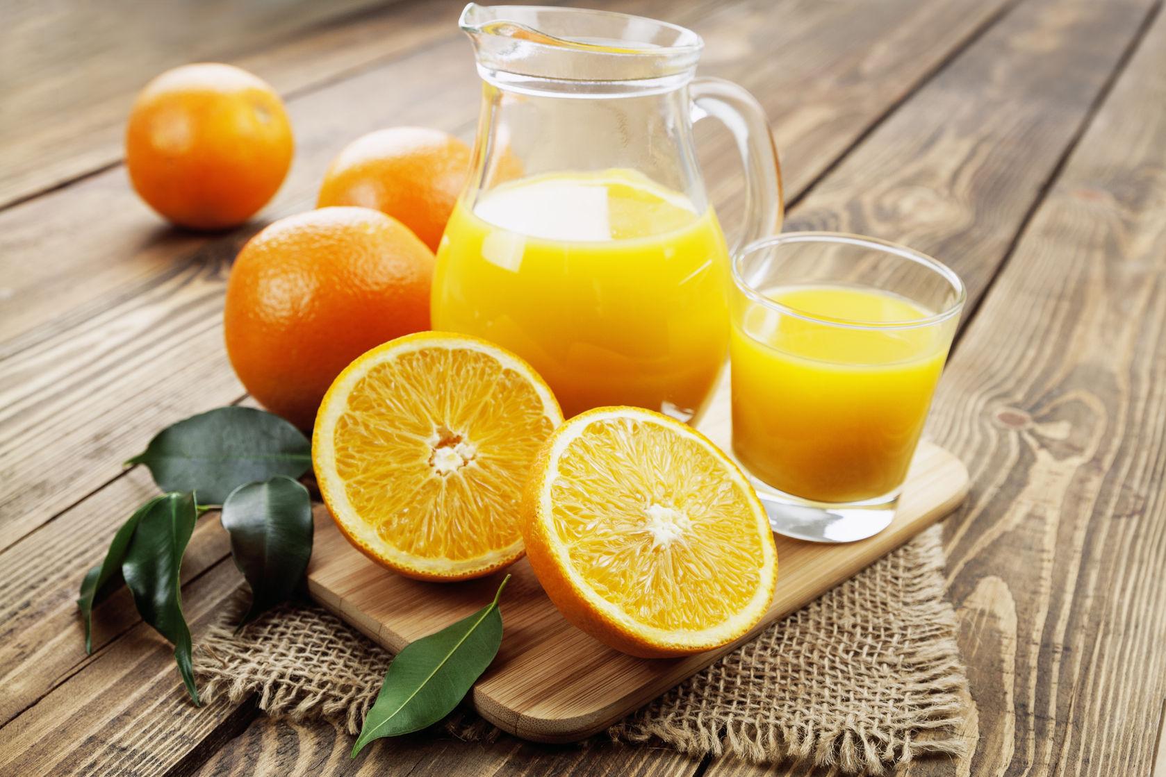 Un jugo saludable de frutos amarillos en sencillos pasos