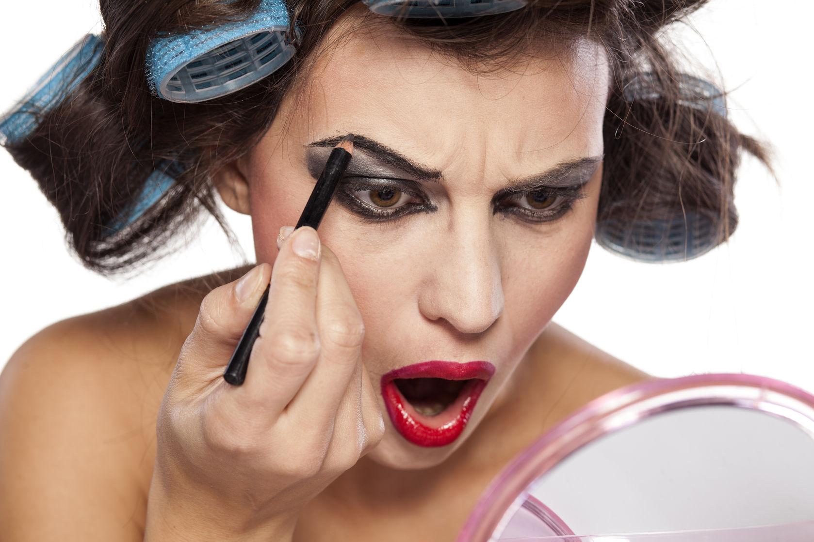 Los errores que cometes al maquillarte y no te has dado cuenta