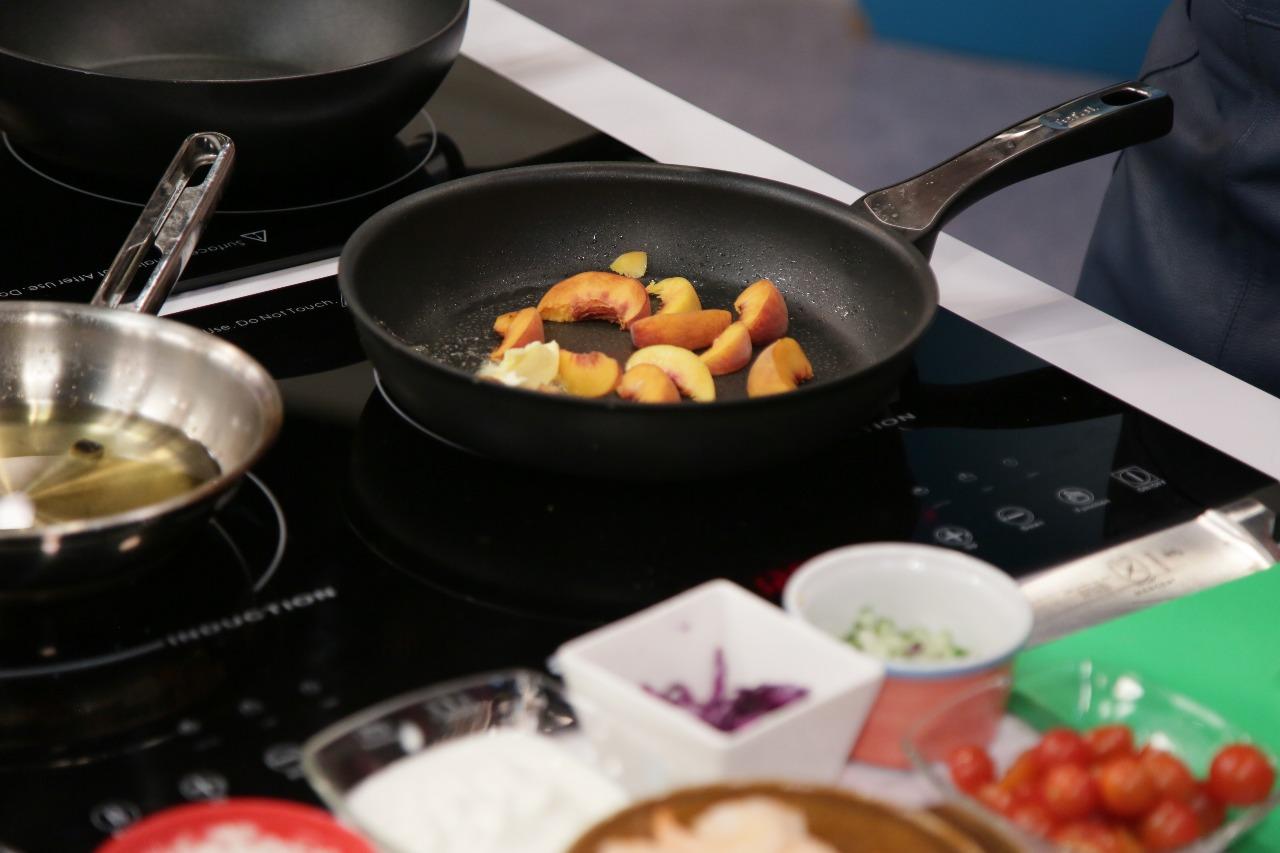 Convierte esos duraznos «magulladitos» en un dulce almíbar