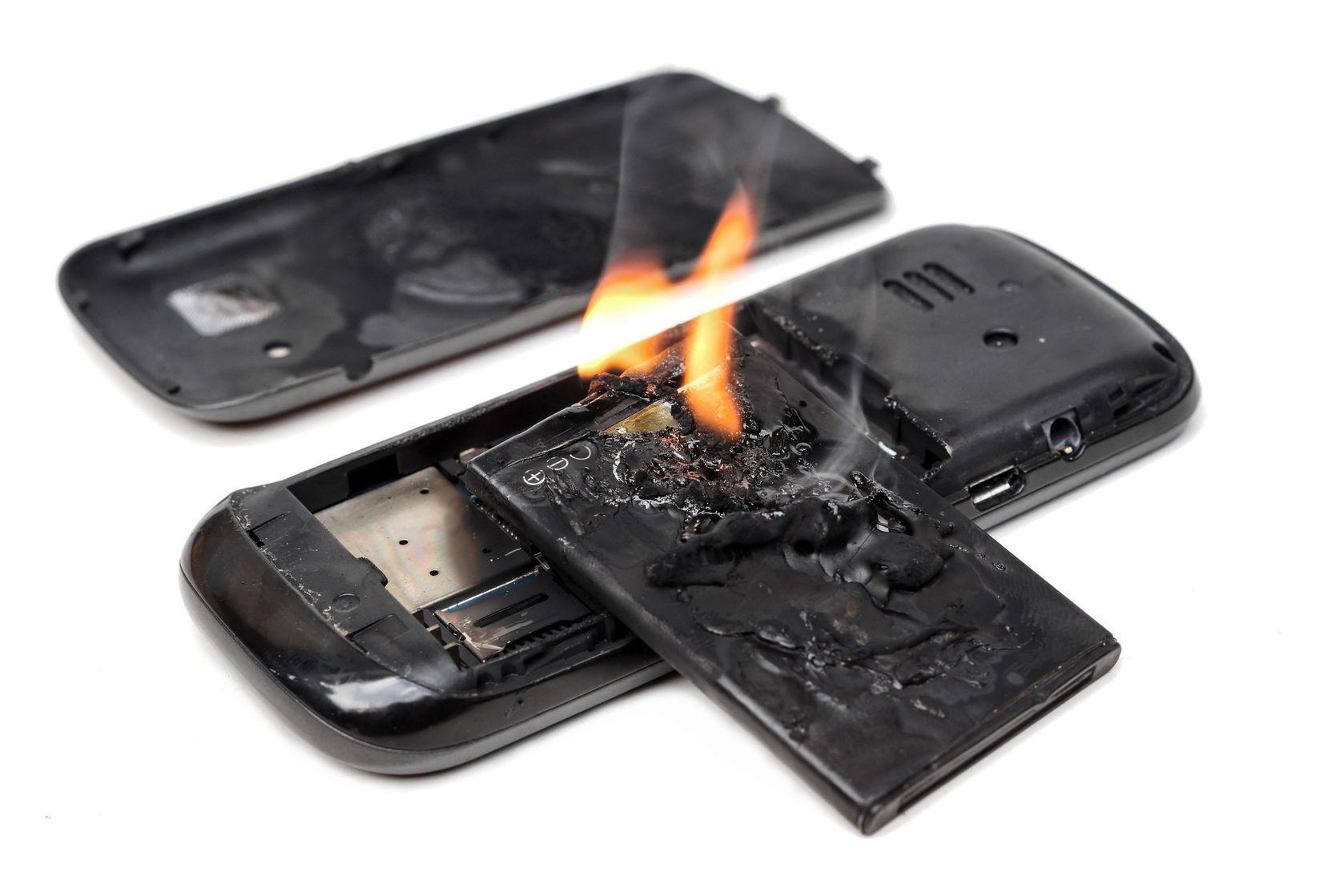 movil celular bateria 123rf