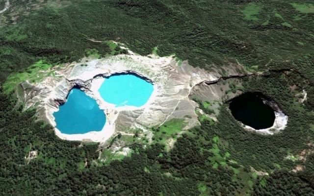 Kelimutu, el volcán con lagos de colores que debes conocer
