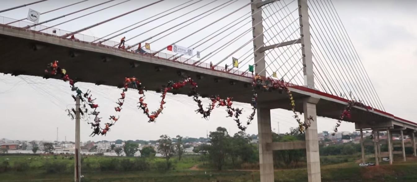 En Hortolandia 245 personas se tiraron al mismo tiempo de un puente
