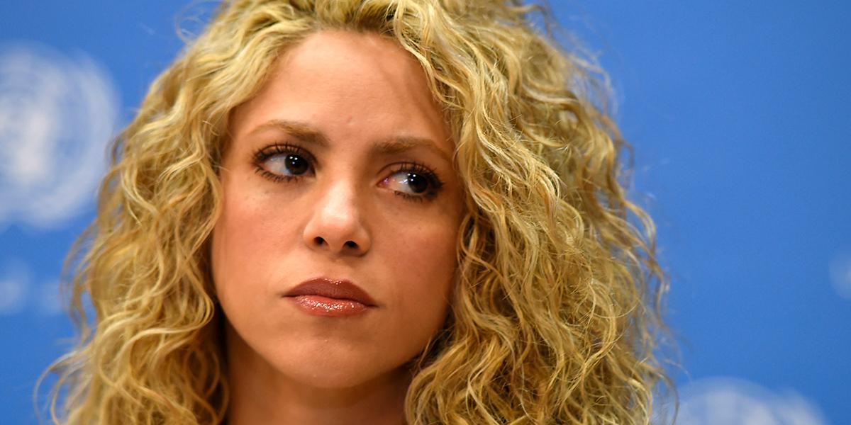 Shakira pospone su gira a 2018 por una hemorragia en sus cuerdas vocales