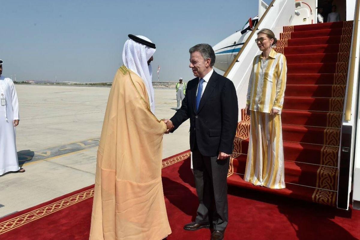 Lluvia de críticas a 'Tutina' Santos por el vestido usado en su visita a Emiratos Árabes