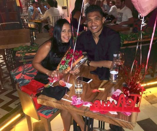 Teófilo Gutiérrez presume la relación de 17 años con su esposa