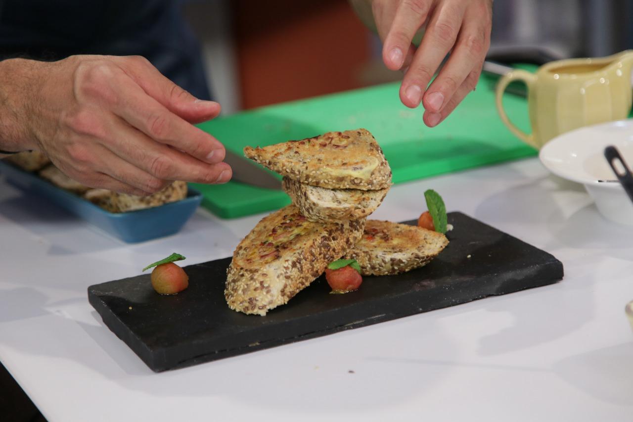 Prepara tostadas francesas al estilo de Leo Morán