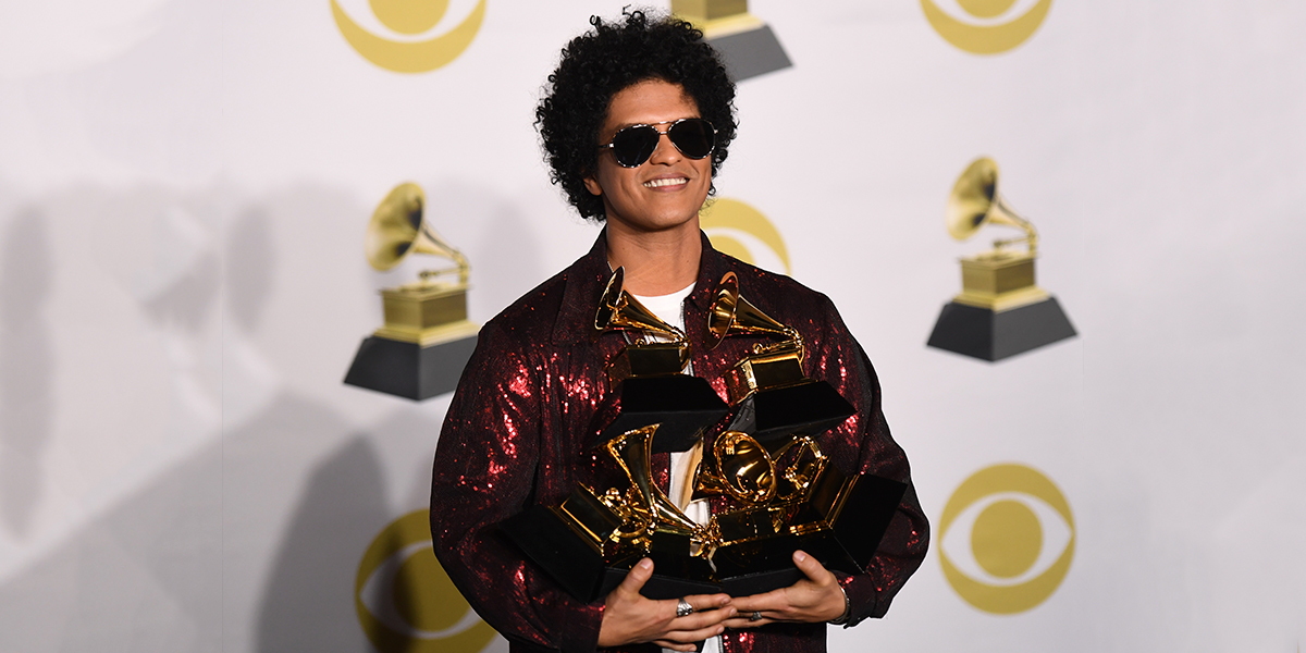 Bruno Mars arrasa con seis premios en los Grammy