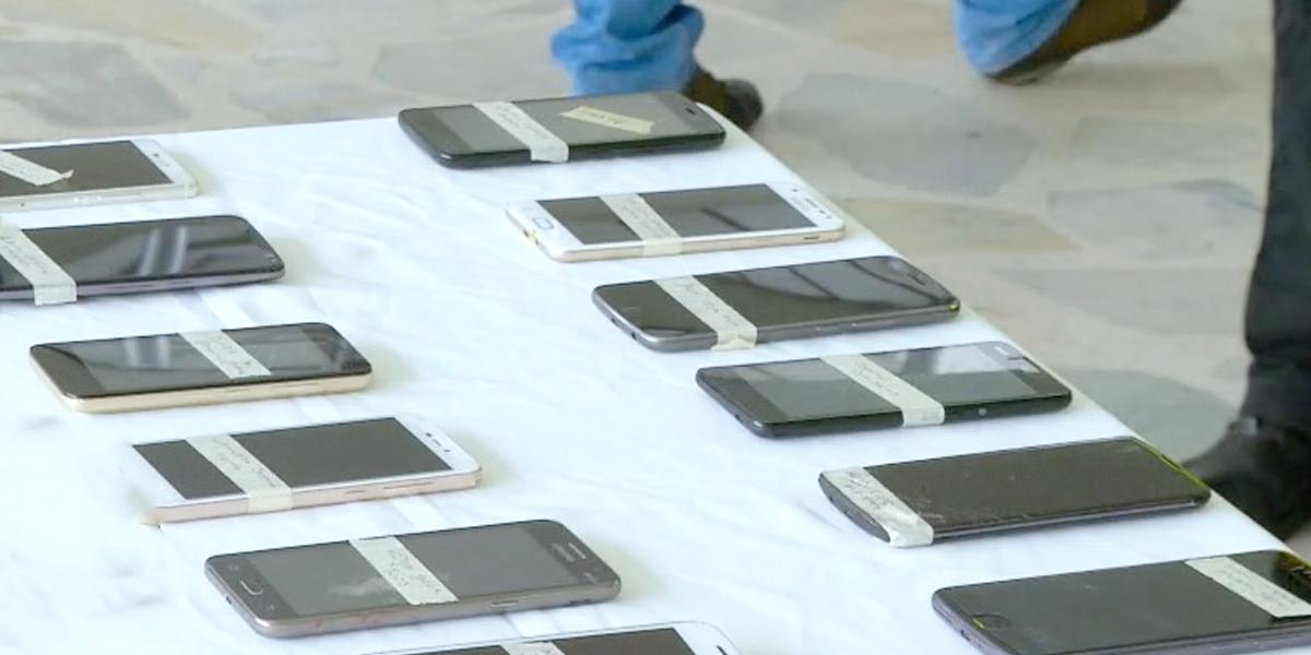 Policía entrega celulares que habían sido robados en Bogotá