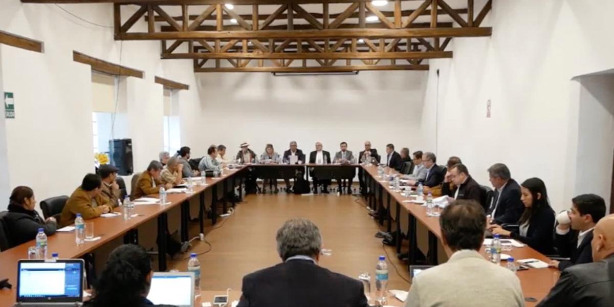 Gobierno y ELN reanudan diálogos de paz en Quito, Ecuador