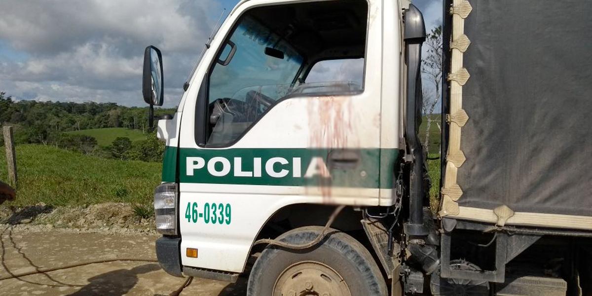 Contrabandistas de gasolina incendiaron camión de la Policía dejando dos heridos