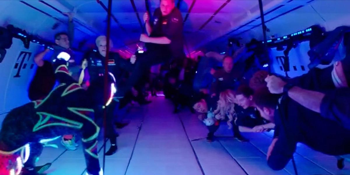 Empresa alemana organiza fiestas con gravedad cero en el interior de un avión