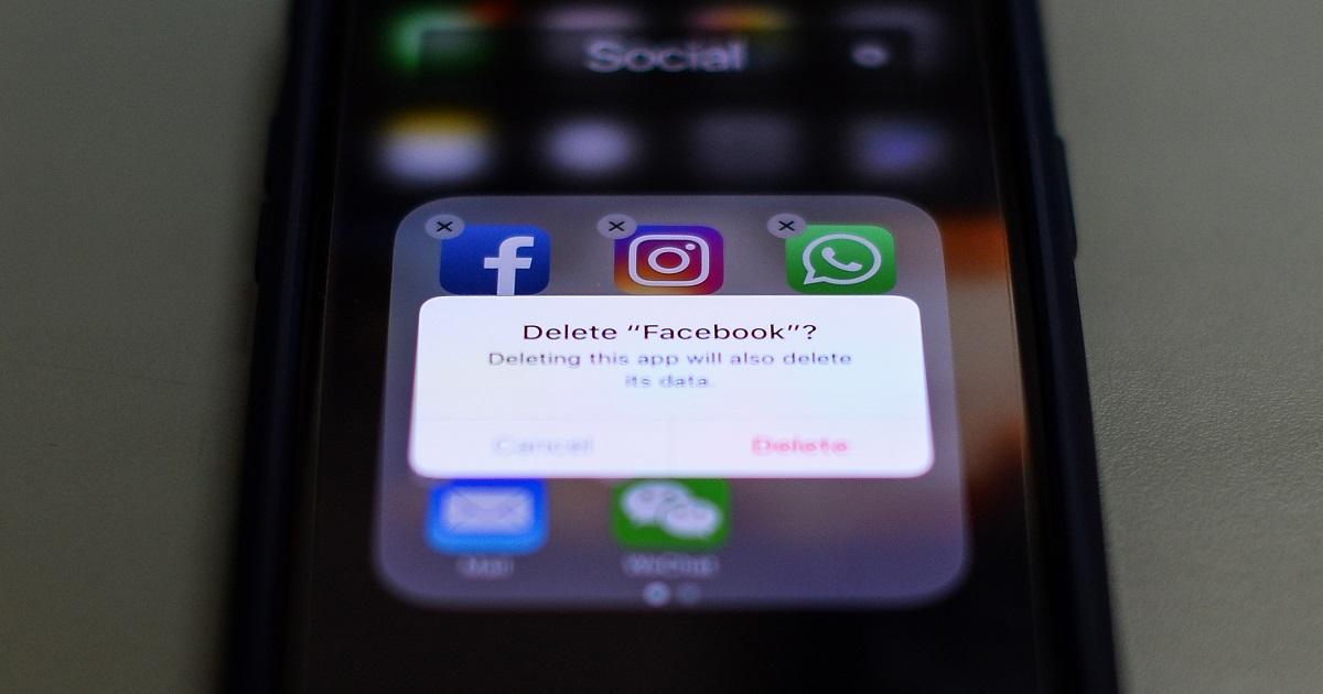 Los 'poderosos' que han cerrado sus cuentas en Facebook por la filtración de datos