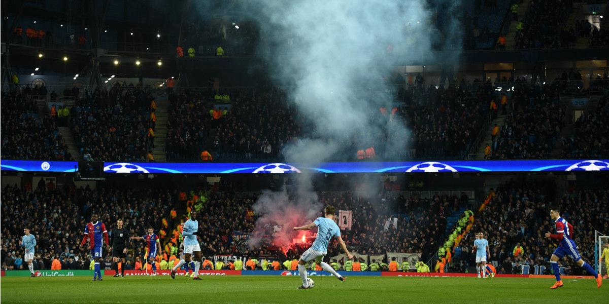 Manchester City pierde pero clasifica en la Champions League