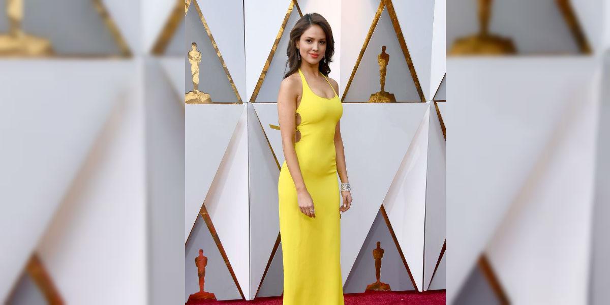 El escote de Eiza González se roba las miradas en los Premios Óscar