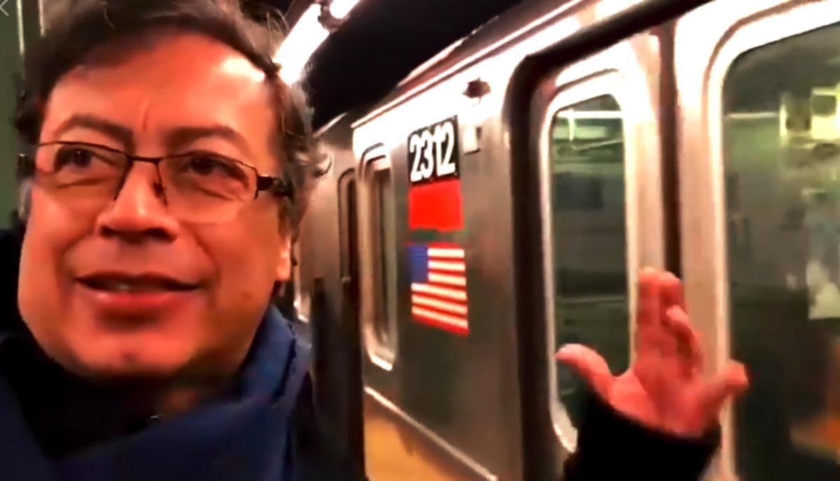 Gustavo Petro critica a Enrique Peñalosa recorriendo el metro de Nueva York