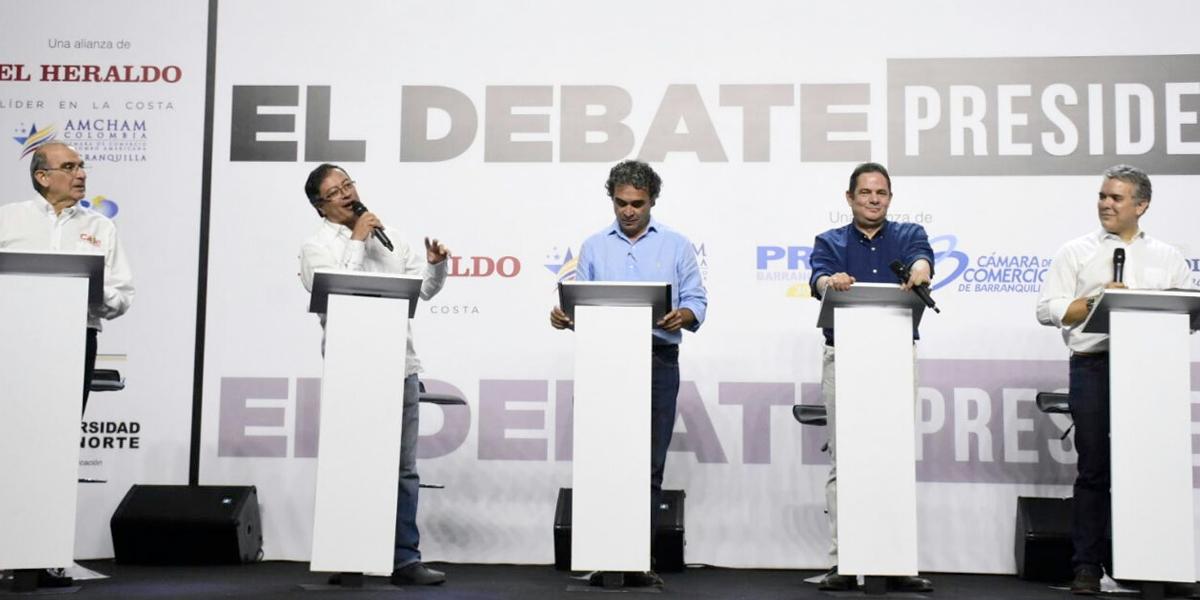 Memes, descaches y alianzas: así fue una semana llena de debates presidenciales