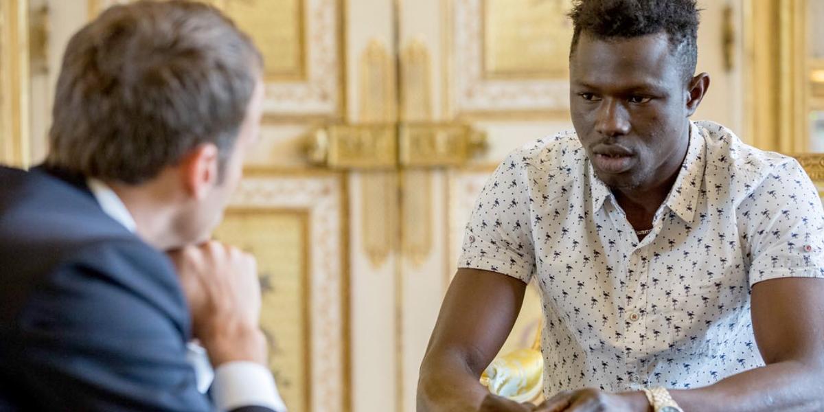 Macron otorgará nacionalidad a joven maliense que salvó a niño en Francia