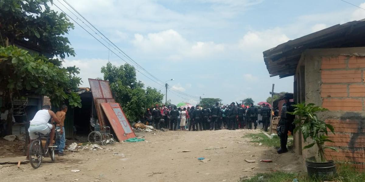 Desalojan familias en Jarillón de río Cauca