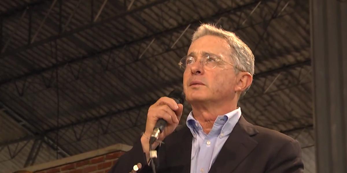 Uribe revela que el Gobierno lo alertó de un posible atentado en su contra