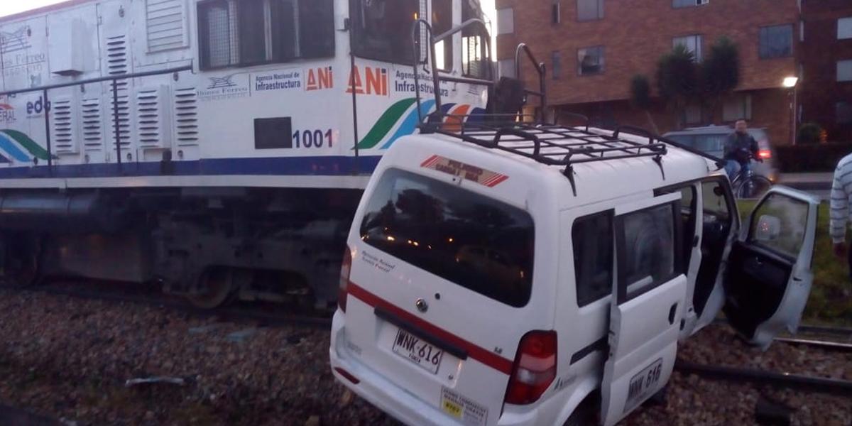 Accidente entre vehículo y tren de carga deja seis heridos en el norte de Bogotá