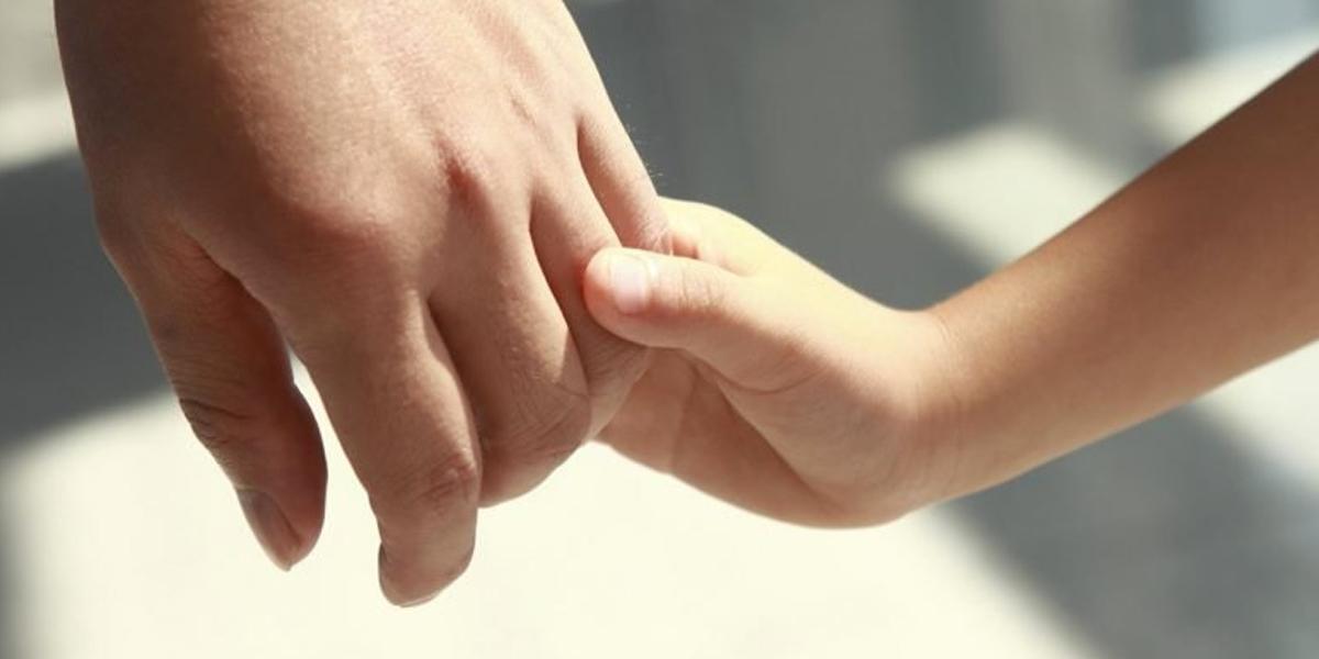 Niños en procesos de adopción sí pueden recibir visitas de sus padres biológicos