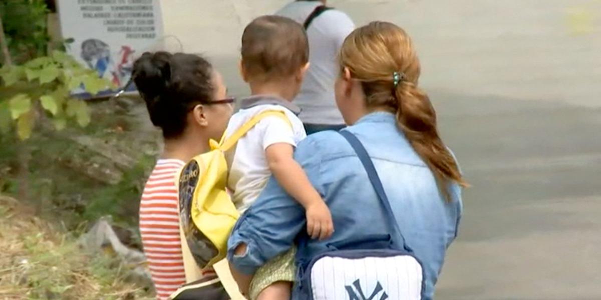 Venezolana denuncia que le ofrecieron dinero por su bebé en Cartagena