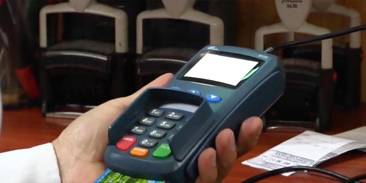 Bajan las tasas de interés en las tarjetas de crédito