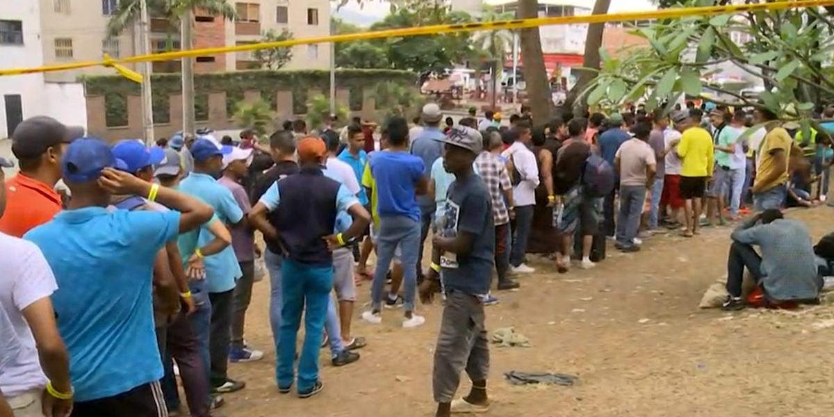 Cerca de 400 venezolanos permanecen a la intemperie en Cali