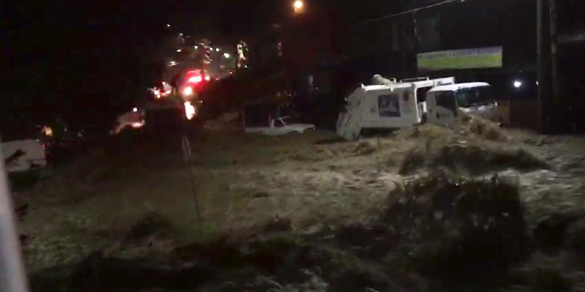 Por fuertes lluvias se desploma muro en San Gil, Santander; un menor resultó herido