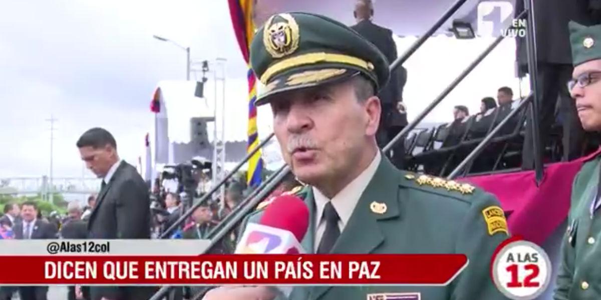 militares y policias desfile 20 de julio