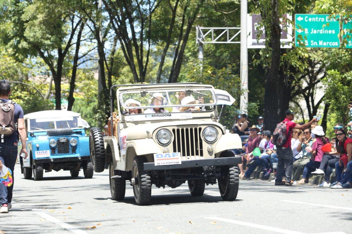 Los autos clásicos se tomaron la Feria de las Flores en Medellín