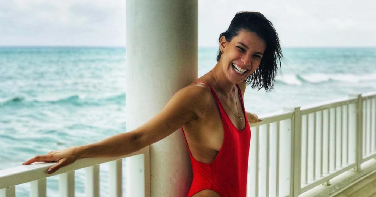 Claudia Castro reaparece con candentes imágenes en el oficio del modelaje