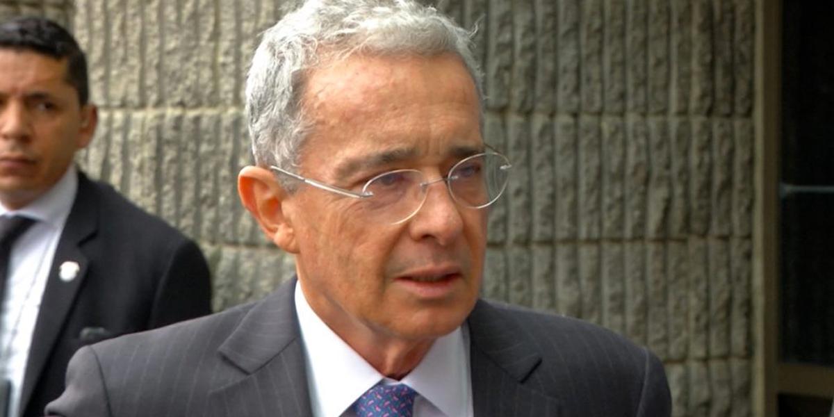 Representantes reaccionaron a propuesta del expresidente Uribe de aumentar salario mínimo