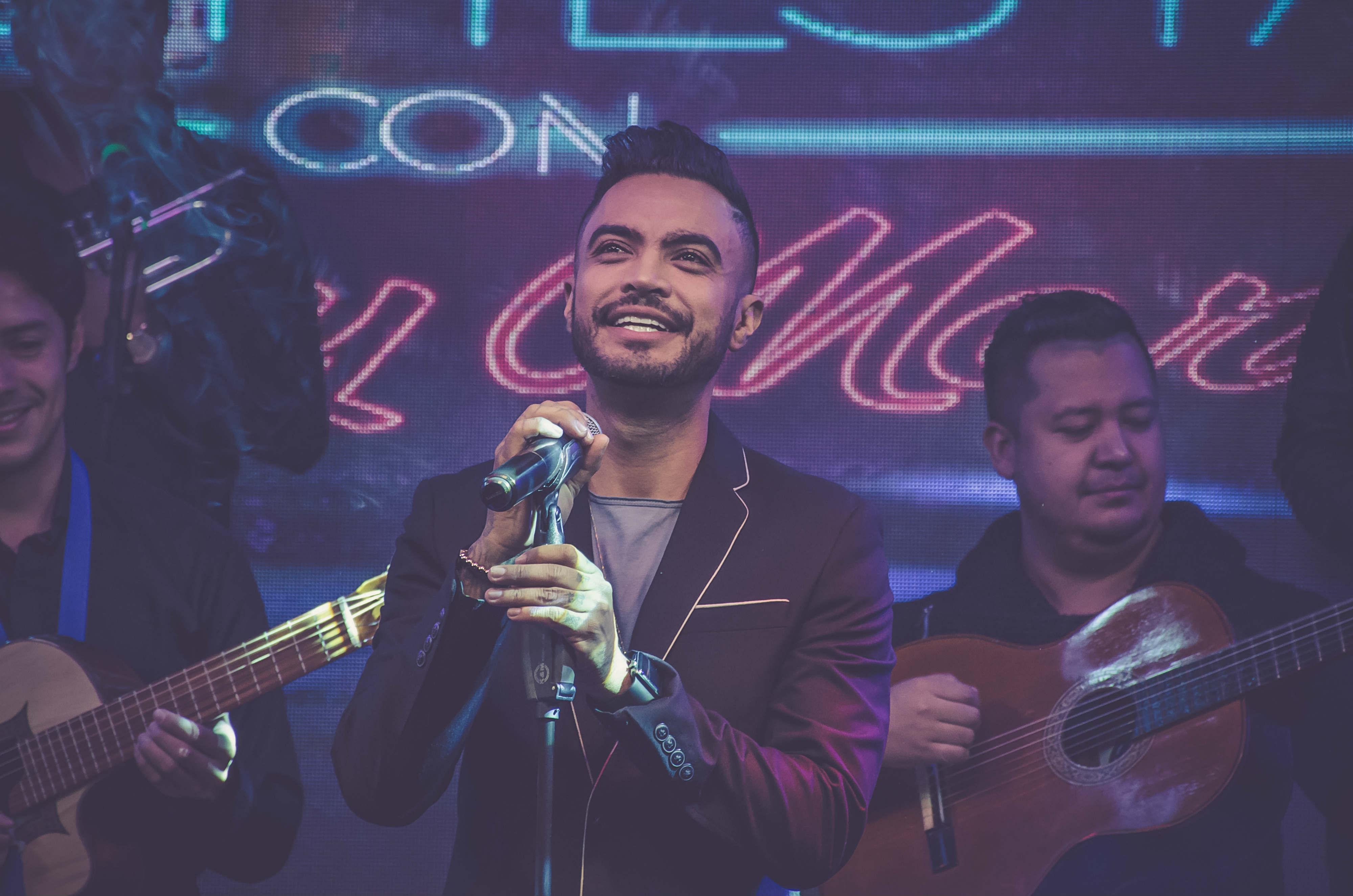 ¿A Jhon Alex Castaño le tocó cantar en buses antes de volverse famoso?