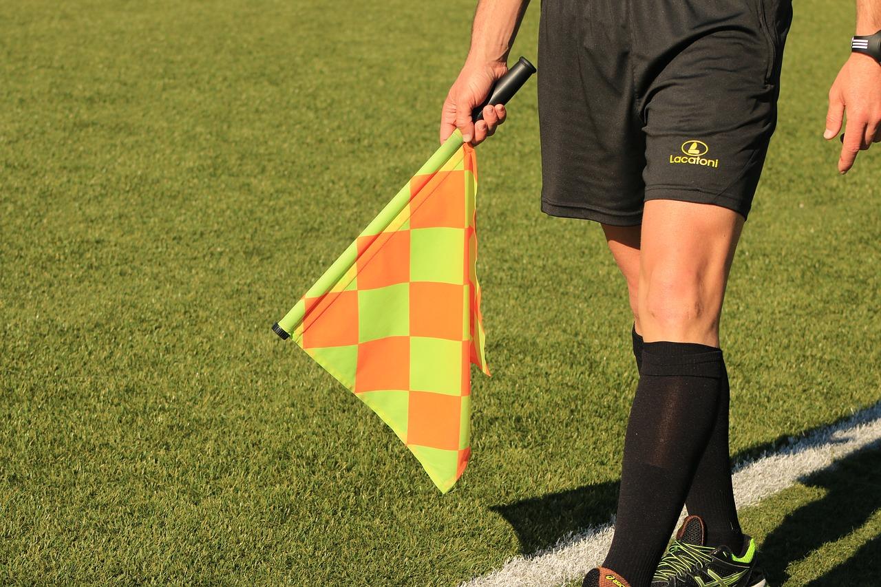 Revelan el salario de los árbitros y el presunto 'favorcito' que deben pagar para poder pitar