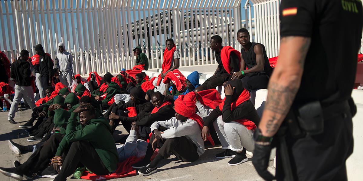 España devuelve a Marruecos a 116 inmigrantes que saltaron valla fronteriza